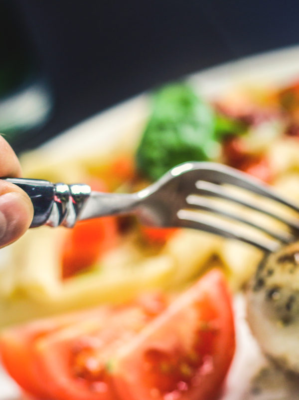 Eating dinner after 7 increases heart attack risk: study